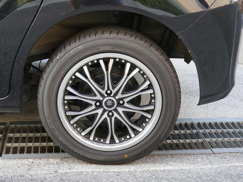 フリードスパイクのタイヤ